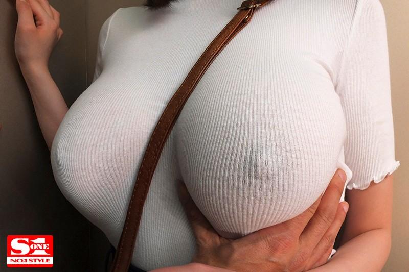 筧ジュンの爆乳透け乳首パイスラ