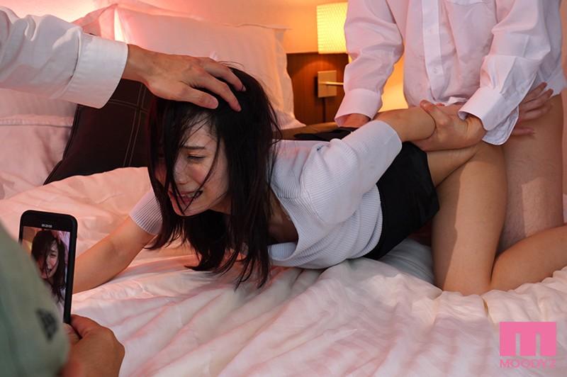 咲乃小春の女教師輪姦レイプハメ撮りバック