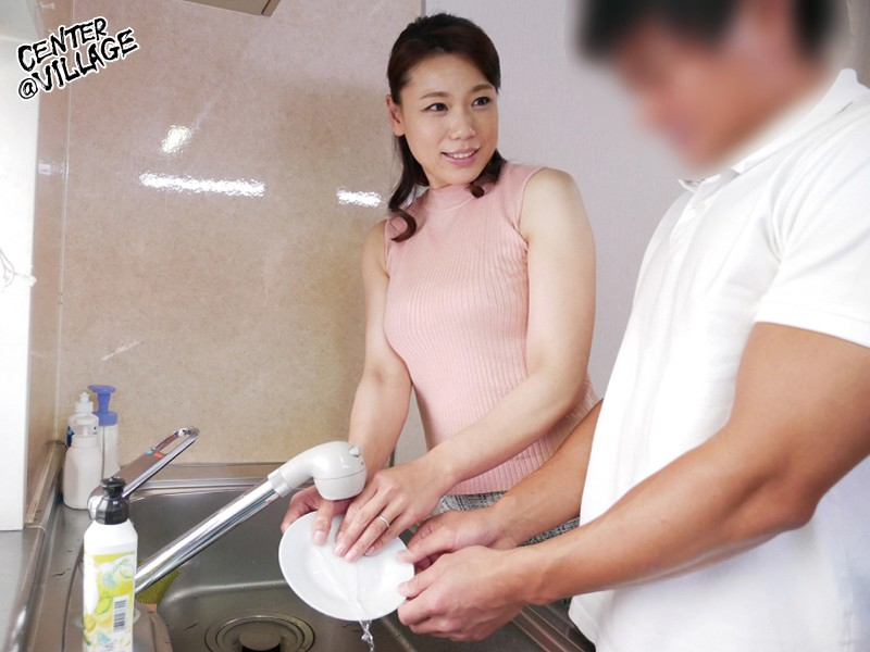 里崎愛佳の皿洗い