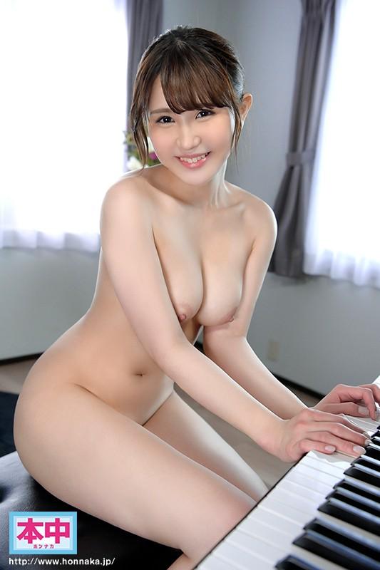 河西乃愛の全裸でピアノ