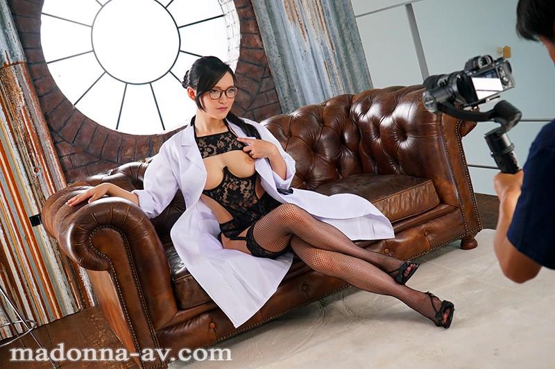 国仲涼香の女医