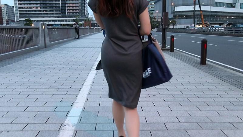城山若菜のタイトスカート