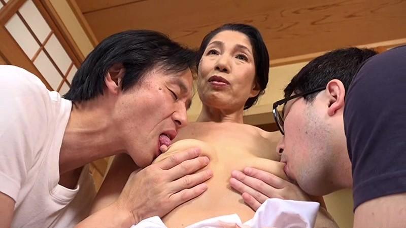 名取花恵の乳首