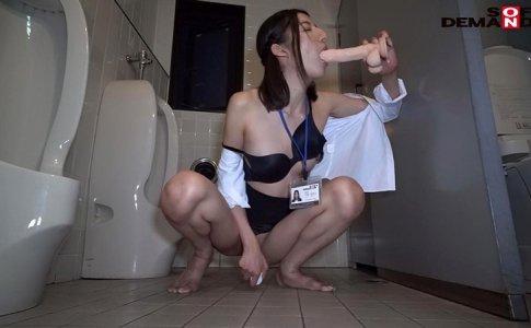 千葉多香子のトイレでオナニー