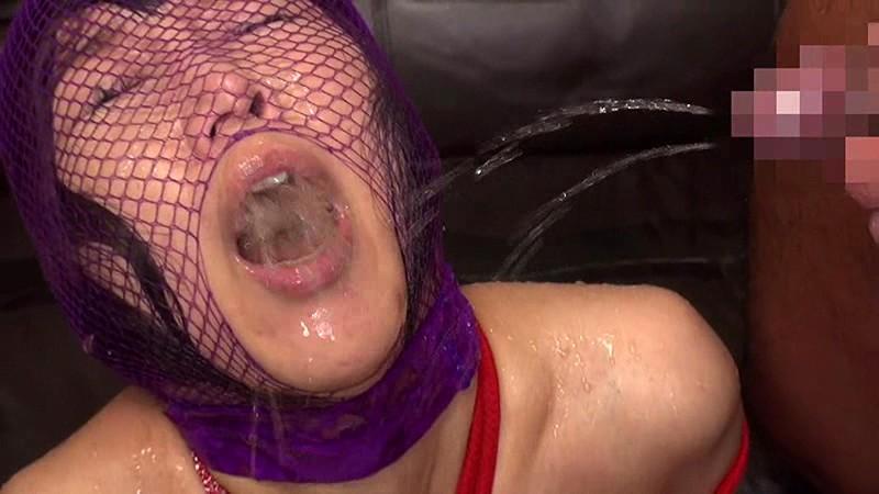 雌豚の飲尿のエロ画像